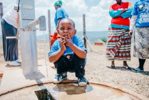 """Mponono, Swaziland was given the gift of clean water and now has safe, clean drinking water for life! #SWAZI2022"". Photo and caption attributed to @thirstproject on Twitter."